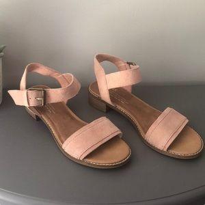 Toms-Camilia Bloom Suede Buckle Sandal Size 7W